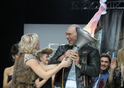 Николай Валуев и Наталья Рагозина на подиуме. Фото