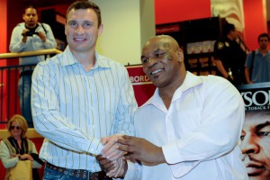 Российский боксер уверяет, что справиться с братьями Кличко можно лишь стилем Тайсона