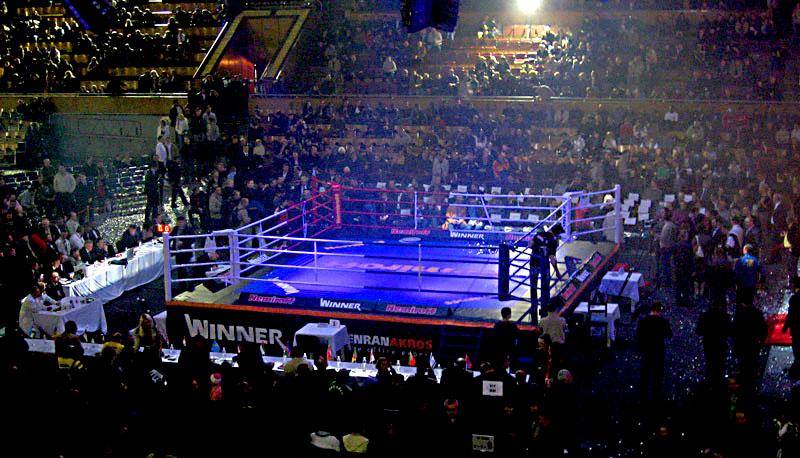 В рамках официальных краевых соревнований на ринг выходят представительницы прекрасного пола